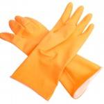 Rubber-gloves-for-cleaning-mold